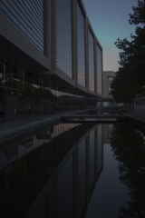 6750-Ørestaden Spejling i vand1 fotosiden